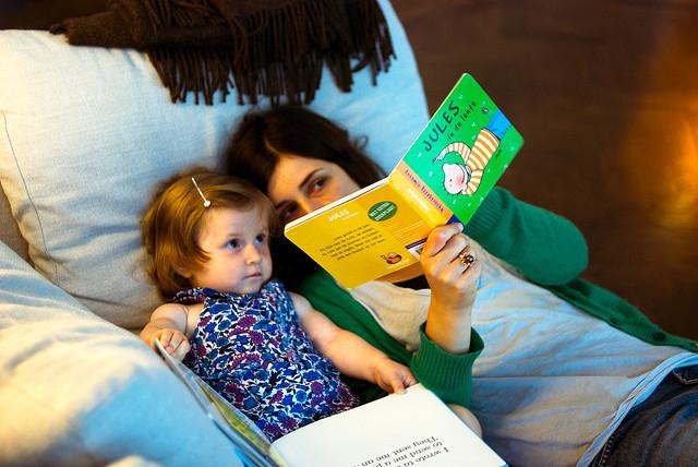 mom_reading_to_child_bilingual